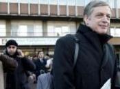 Giornalismo online: Cuperlo arriva Bersani l'auto quotidiano fresco stampa sottobraccio, dobbiamo buttare IPAD? Riflessioni considerazioni.