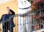 Striscia Notizia: Berlusconi inizia l'era Gabibbo bianco