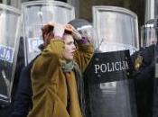 Scoppia protesta Bosnia, fuoco palazzi potere