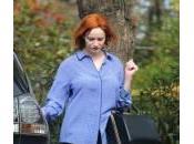 Christina Hendricks senza trucco: l'attrice mangia unghie