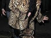 Courtney Love drinking London)