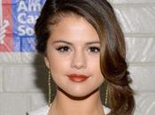 Selena Gomez all'Hollywood Stands Cancer LOOK