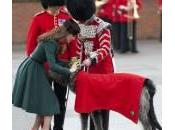Kate Middleton rende onore levriero festa Patrizio (foto)