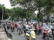 Scooter città senza regole. guida insegna figli?