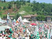 """Esordio Salvini Pontida: """"Basta euro, meglio della Merkel"""""""