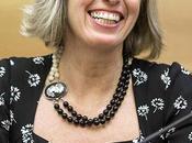 Ministra Giannini dice alla lotta contro l'omofobia nelle scuole