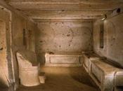 """Tarquinia, civiltà etrusca. Iscrizione funeraria etrusca della """"Tomba degli Scudi"""""""