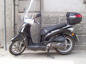 Tentano rubargli scooter viene aiutato altro ladro