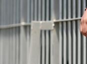 Decreto legge detenuti condizioni inumane: risarcimento otto euro giorno sconti pena