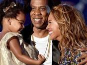 BEYONCÉ trionfa agli Video Music Awards 2014