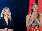 Belen Rodriguez incontra Emma Marrone palco: nata nuova amicizia?