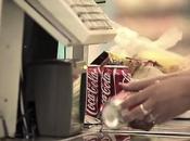 Genio. Coca Cola. Quando passi prodotto alla cassa...