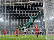 Bayer Leverkusen-Schalke 1-0: Calhanoglu castiga Matteo