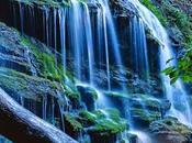 Acqua sorgente Rock Water coloro sono rigidi stessi