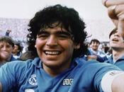 calciatore uomo: Maradona Napoli trionfante potere