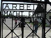 """Rubano cancello campo concentramento nazista Dachau targa """"Arbeit macht frei"""""""