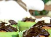 Muffin alla vaniglia senza glutine copertura cioccolato