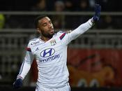Lione-Caen 3-0; Lacazette Benzia continua rincorsa