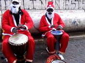 Video. simpatici auguri Natale direttamente centro storico Napoli