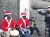 Video. simpatica banda babbi natale fatto impazzire Napoli