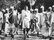 Gennaio 1948: viene assassinato Gandhi, Piccolo Grande Uomo