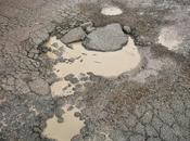 """roma basta pioggerella debole insistente trasformare strade gruviera! complimenti alle ditte """"rattoppatrici"""", davvero brave!"""