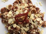 Orecchiette integrali pomodori secchi, olive mandorle