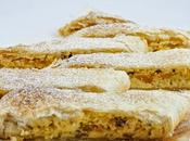 Strudel dolce albicocche sciroppate ricotta with apricots syrup cheese