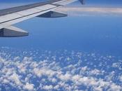 Abbigliamento aereo: calo viaggiatori fanno caso look durtante volo