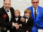 """Elton John insultato solo Dolce tutti quelli pensano """"diversamente"""" """"Che vergogni!"""""""