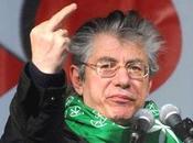 L'Italia desta, rutti Bossi cinta testa