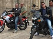 Napoli, falchi massacrano minacciano pistola ragazzo