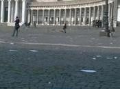 Piazza Plebiscito invasa cartacce topi morti