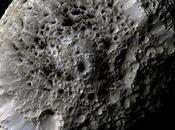 Cassini avvicina Iperione, luna spugnosa