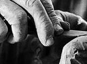 Studiare scolpendo marmo unghie