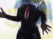spiaggia Björk, cantando Stonemilker.