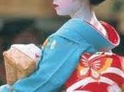 Kimono antico moderno all'ombra della Cupola