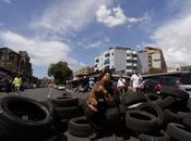 pigliamo campi rom? venditori ricambi della Portuense peggio favela: fanno barricate contro Polizia. Ecco video quando urlarono