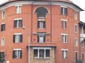"""""""Tanto Roma caccia nessuno"""". Telefonata registrata occupante abusivo """"vende"""" casa popolare centro 39mila euro"""
