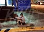 Diritti violati. L'immagine bambino studia strada commuove mondo