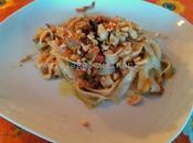 Profumi orientali: tagliatelle riso gamberi, verdure granella arachidi