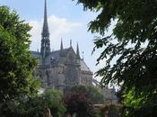 Parigi Saint Julien Pauvre Square René Viviani. Dove smartphone sconosciuto