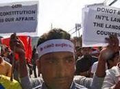 Nepal: mondo tace blocco continua