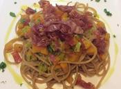 Spaghetti integrali zucca porro crudo croccante