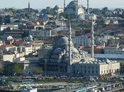Turchia: esplode autobomba provocando morti feriti
