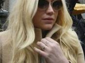 Kesha costretta lavorare Luke nonostante accuse abusi sessuali