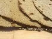Pane nero sfoglie croccanti pepe rosmarino