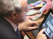 Ecco come politici Italiani lavorano parlamento, naturalmente l'iPad