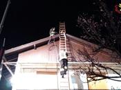 Castelveccana: fiamme tetto villetta. Intervengono Vigili Fuoco