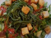 Insalata tiepida agretti salsa fragole crostini piccanti